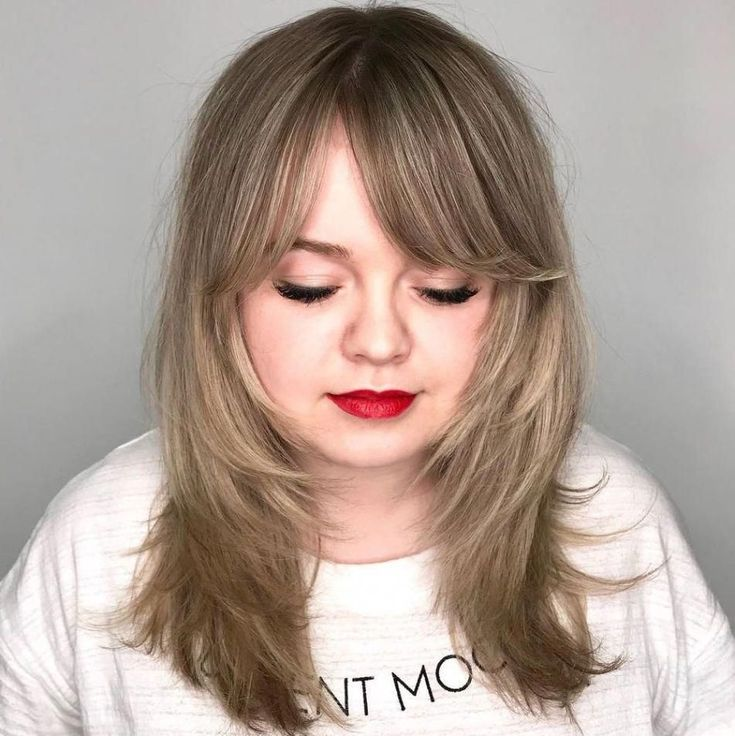 Medium Layered Hairstyle For Round Faces Longhair Faces Hairstyle Layered Longhair Frisuren Rundes Gesicht Haarschnitt Rundes Gesicht Rundes Gesicht