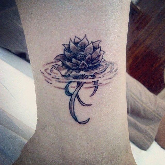 20 Tatuajes Pequenos Pero Que Tienen Un Gran Significado Tatuajes Flor De Loto Tatuaje De Alquimia Inspiracion Para Tatuaje