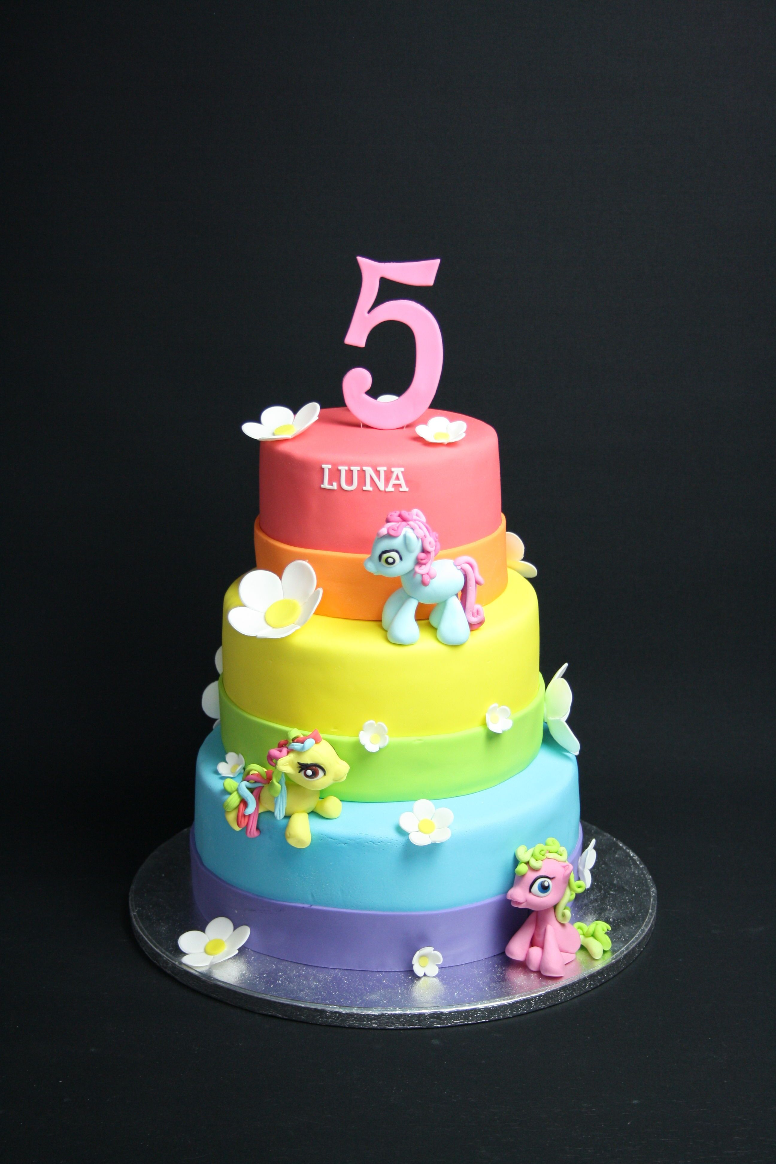 - Usually my cakes are more over the top, so this time I wanted to make it simple but powerful in colour. Luna was happy with her ' my little pony' cake.