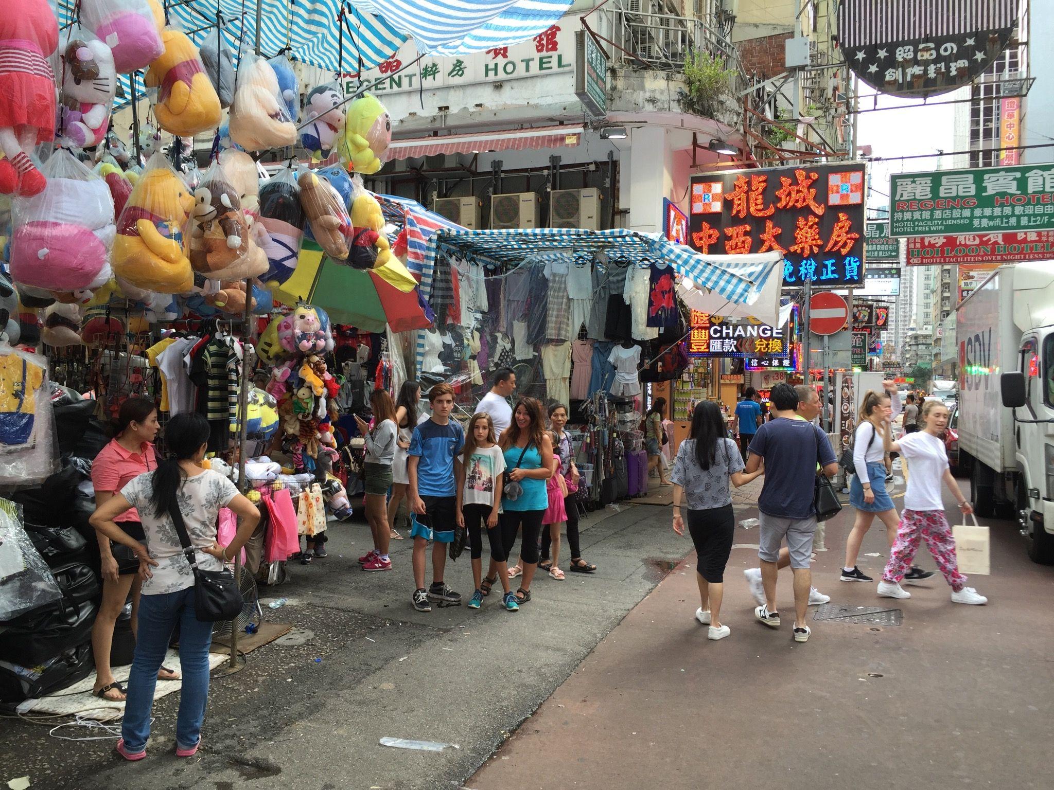 Women's market, Hong Kong, china. Meilleurs marché en plein air pour les bargains