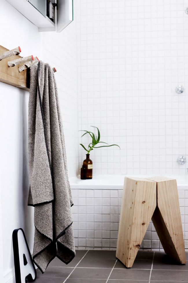 Bathroom détails - Wood stool bathroom Pinterest Salle de