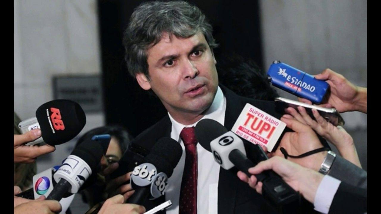 """""""Garoto sem futuro"""", sentenciou Lula.  Lula não admite sombras perto dele."""