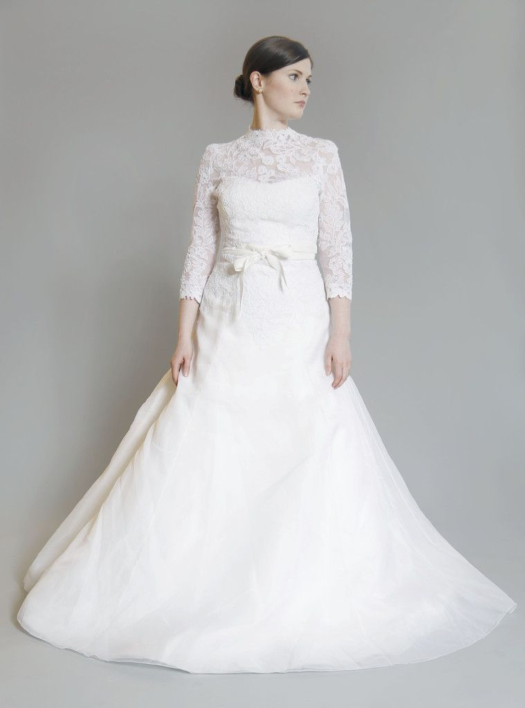 Vera wang lace wedding dresses with sleeves for Best vera wang wedding dresses