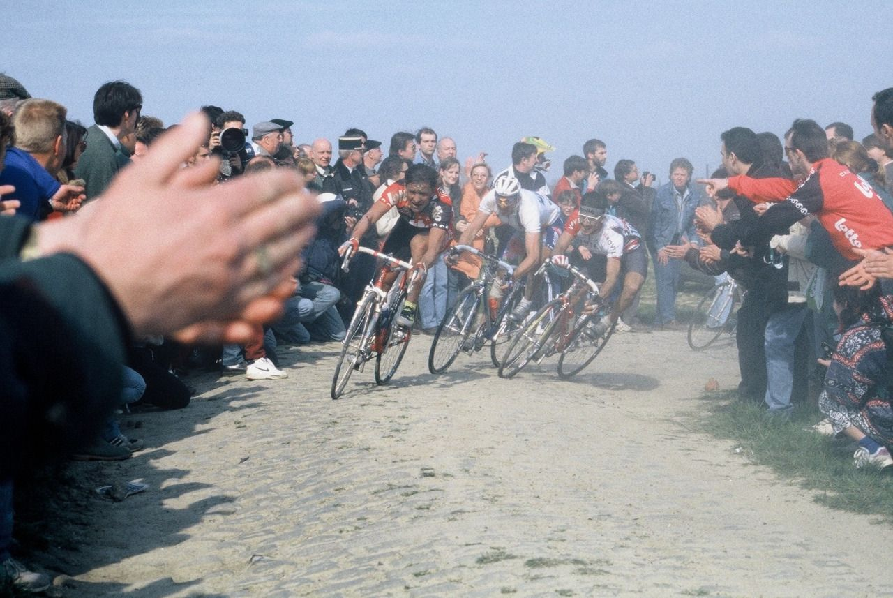 Andreï Tchmil, Johan Museeuw, Frédéric Moncassin at Carrefour de l'Arbre, on their way to Roubaix in 1995.
