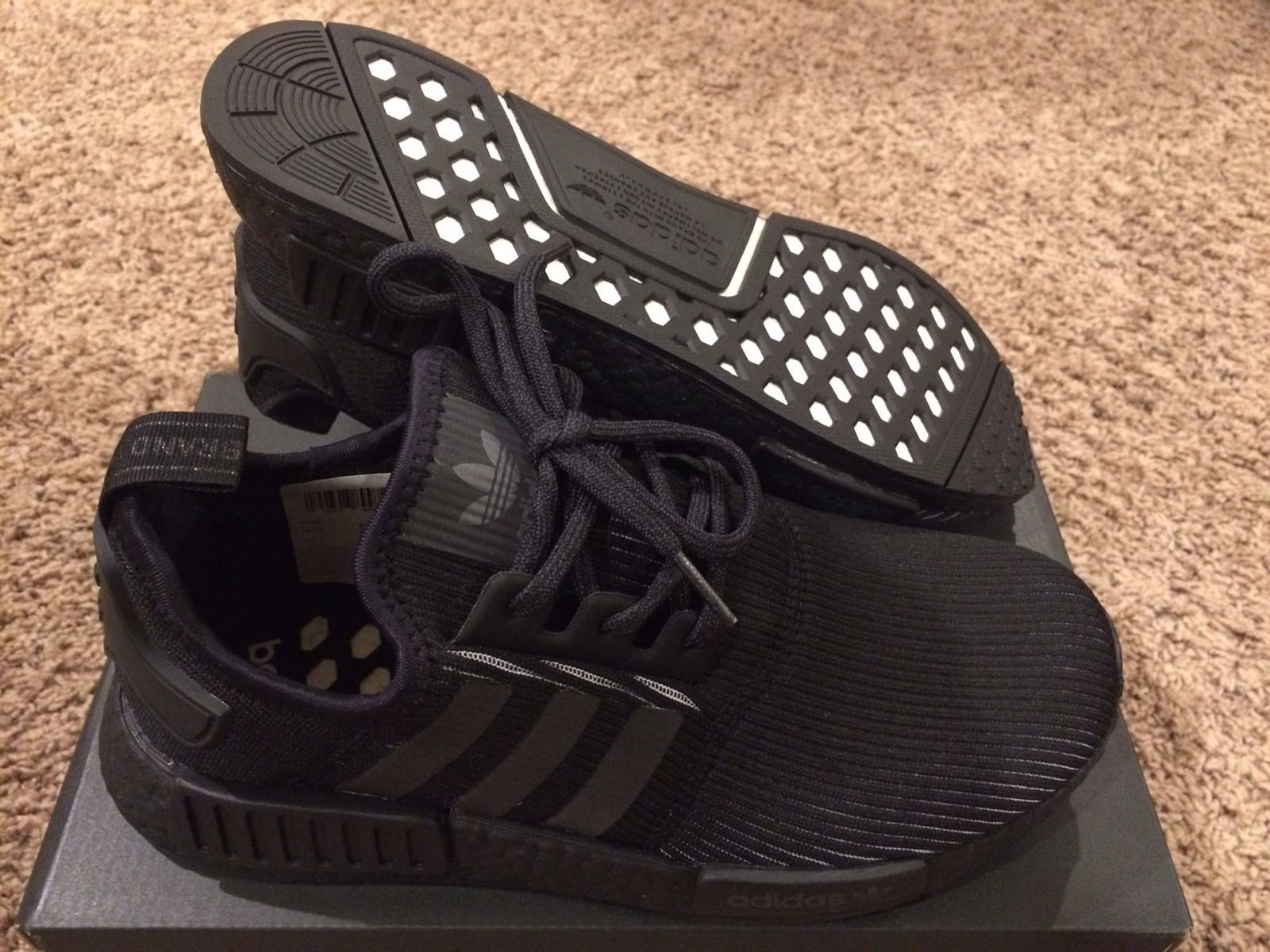 3f72a4e30901 Adidas Mens NMD R1 Size  7.5 Triple Black 3m Reflective BNIB Dead Stock