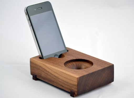 a cool iphone speaker hold the electricity diy phone. Black Bedroom Furniture Sets. Home Design Ideas