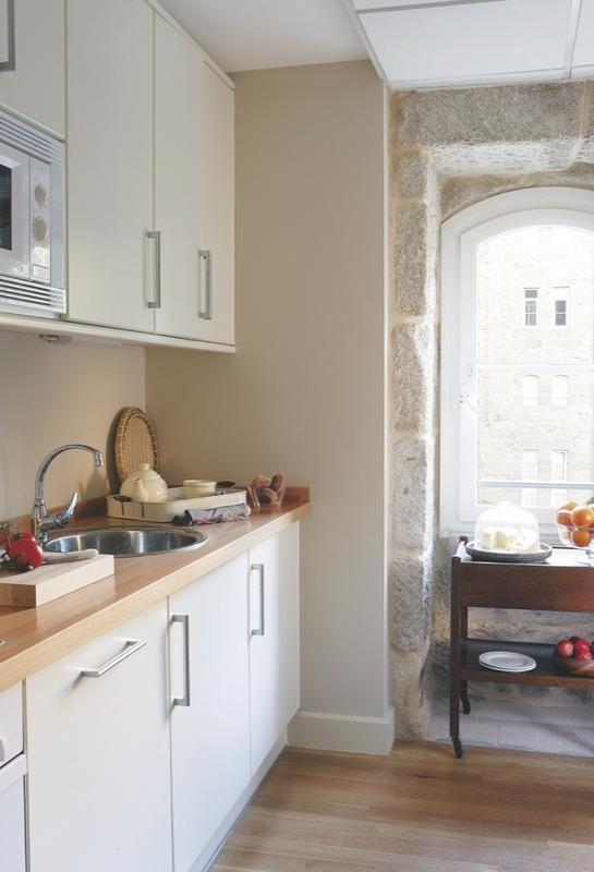 Un piso clásico, pero muy actual | Cocinas | Pinterest | Pisos ...