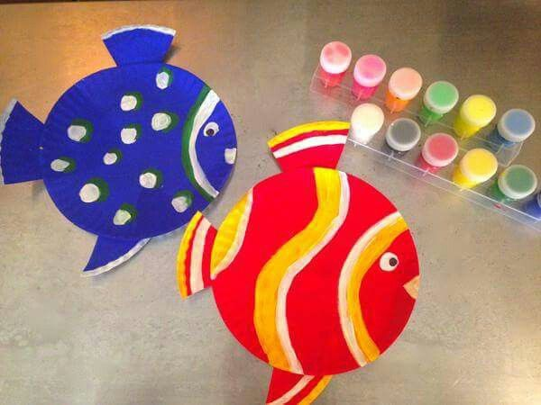 Keep your kids occupied this summer with these adorable under the sea crafts! Create a paper plate fish with colorful paint and disposable supplies. & Pin by Amanda Monson on Ocean Party | Pinterest | Ocean party