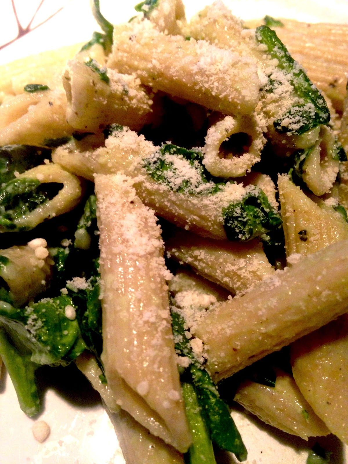 Easy, quick, and cheap dinner option - whole wheat penne with spinach sauce! My favorite pasta dish ever!