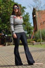 da08afe87e Calça flare preta  Looks de arrasar – do básico ao glamouroso ...