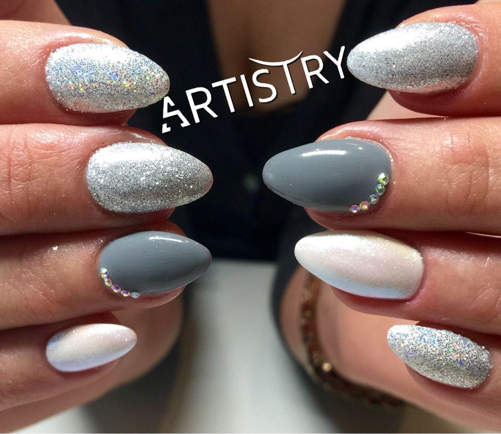 Super mooie combo!  Nails by Wendy!  Gebruikte producten: Glitterdust GD02 , GD04 , Pigment P64 en rhinestones AB Alle producten bij ons in de shop verkrijgbaar!  #nails #glitterdust #pigments #notd #instanails #nailsofinstagram #nailaddicts #nicenails #winternails #nailcandy #nailstofollow #topteam #nailtechs #artistry #fransversmissenlaan21 #2100deurne #voorinfoenafspraken0489593568