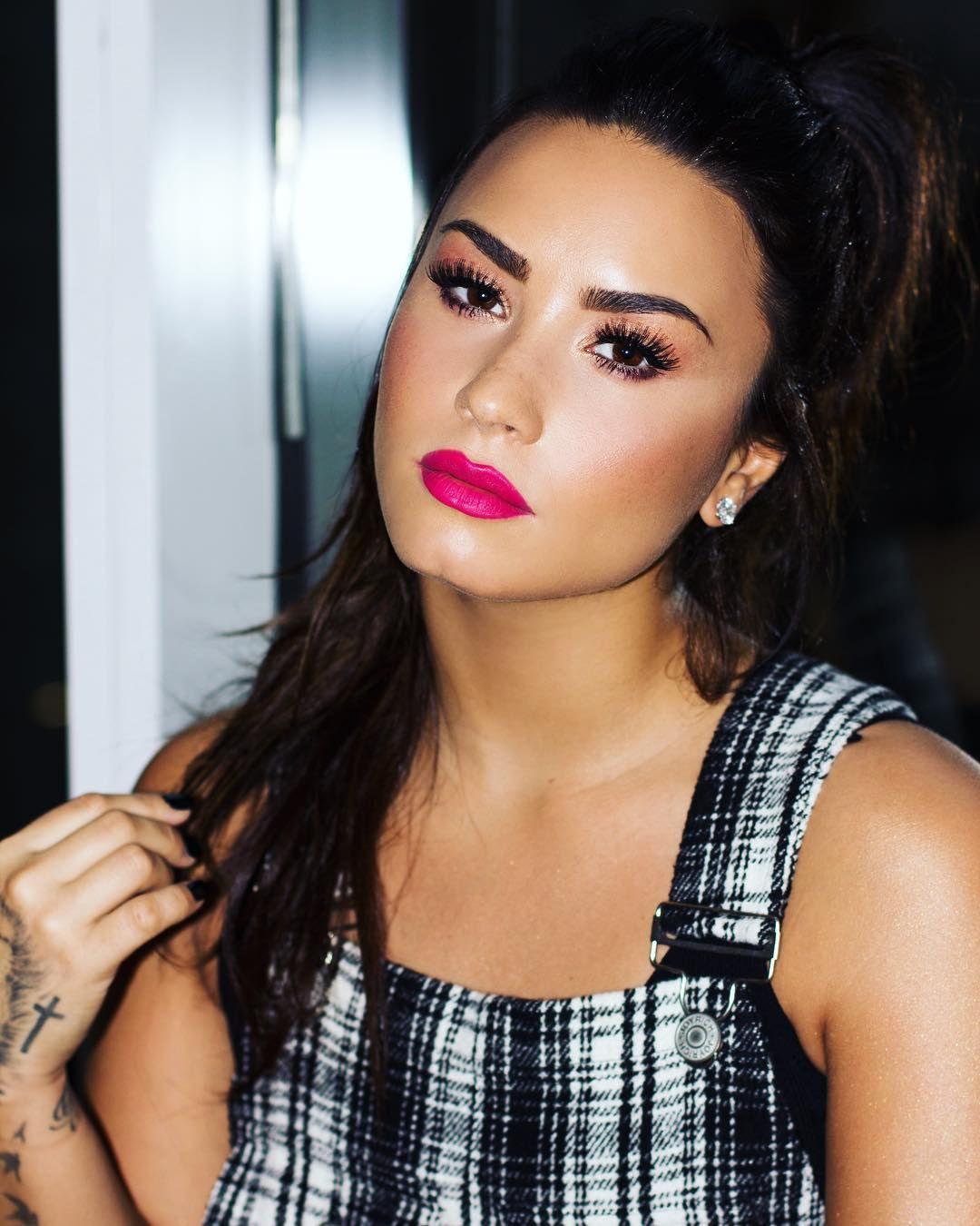 "900.7b Beğenme, 3,703 Yorum - Instagram'da Demi Lovato (@ddlovato): "": @angelokritikos"""