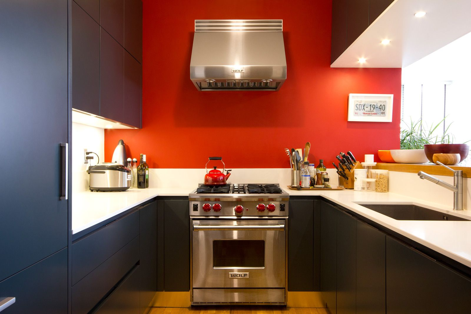 15 Red Decor Ideas That Will Transform Your Kitchen Revedecor Red Kitchen Walls Orange Kitchen Walls Paint For Kitchen Walls
