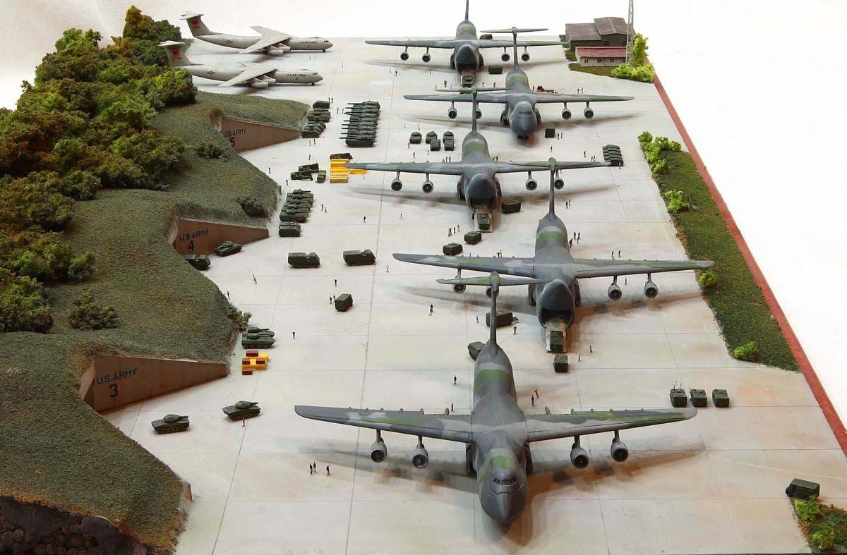 Lockheed C 5 Galaxy Lockheed C 141 Starlifter Pit Road 1 700 Scale Model Diorama Scale Models Model Planes Model Airplanes