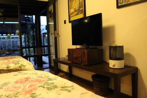 Orange Sky Boutique Hotel Lijiang Featuring free WiFi throughout the property, Orange Sky Boutique Hotel offers accommodation in Lijiang, 500 metres from Sifang Tingyin Square.  There is luggage storage space at the property.