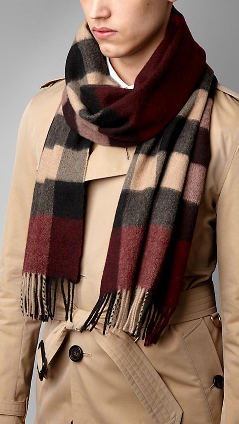 Écharpes pour homme   Burberry   Weaving   Pinterest   Burberry ... 8b03a1a4a952