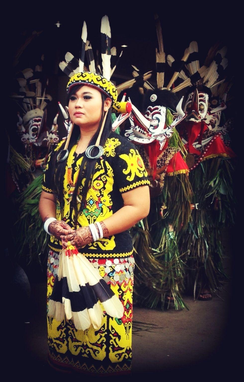 Pakaian Adat Sumatera Selatan Namanya