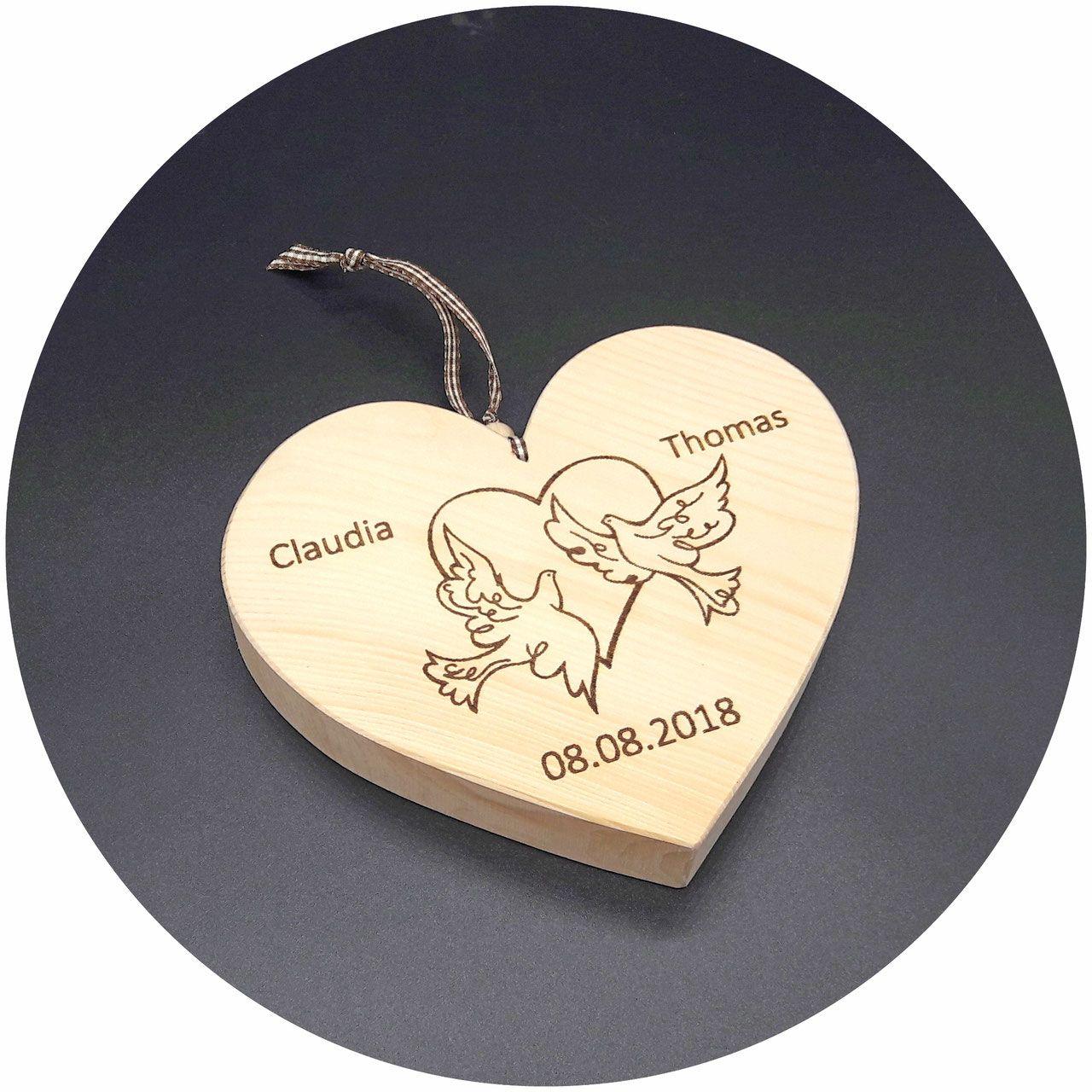 Holz Herz Zirbe Taubenpaar Zur Hochzeit Mit Namen Und Datum Nach