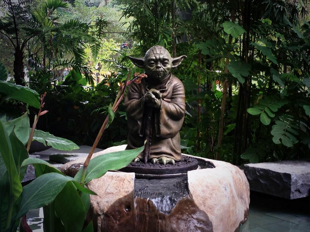 Charmant Yoda Statue In Garden Near Fusionopolis View. Archtecture Award Winning  Building Etc