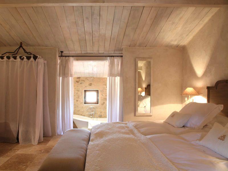 Chambre blanche 44 id es pour une d co fra che - Deco chambre romantique beige ...