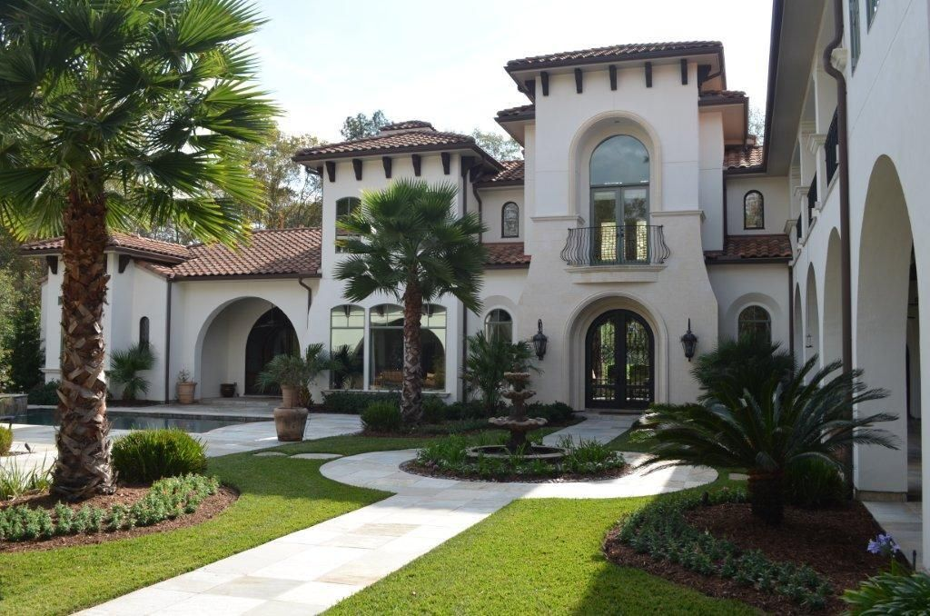 Lovely mediterranean home courtyard landscape outdoor for Texas mediterranean style homes