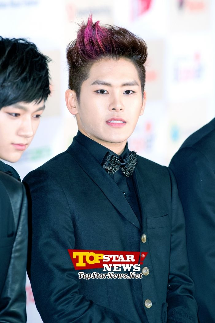 Infinite's Hoya, 'Dyed part of his hair'… Red carpet of the 2012 Melon Music Awards [KPOP PHOTO]