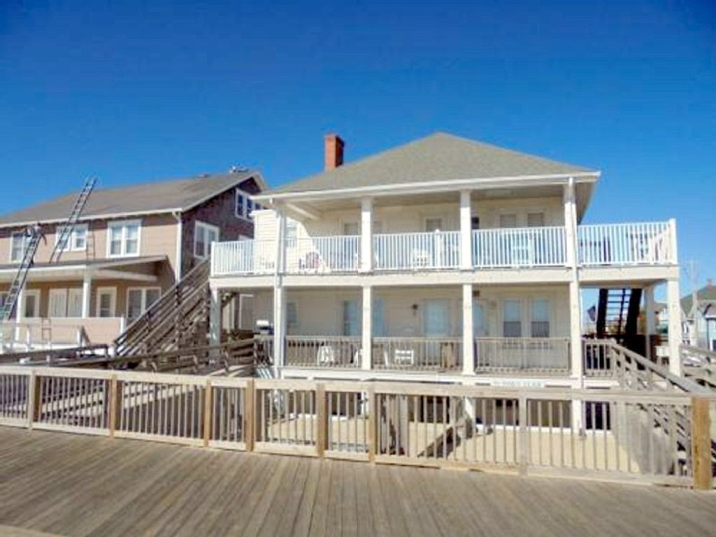 Boardwalk Cottage Condo In The Heart Of Ocean City Maryland Ocean City Condo Vacation Rentals Ocean City Condo