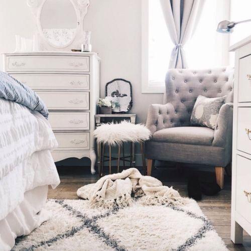 Spiegel Aus Ikea Weiss Ansprühen Und Dann Auf Kommode Im Schlafzimmer