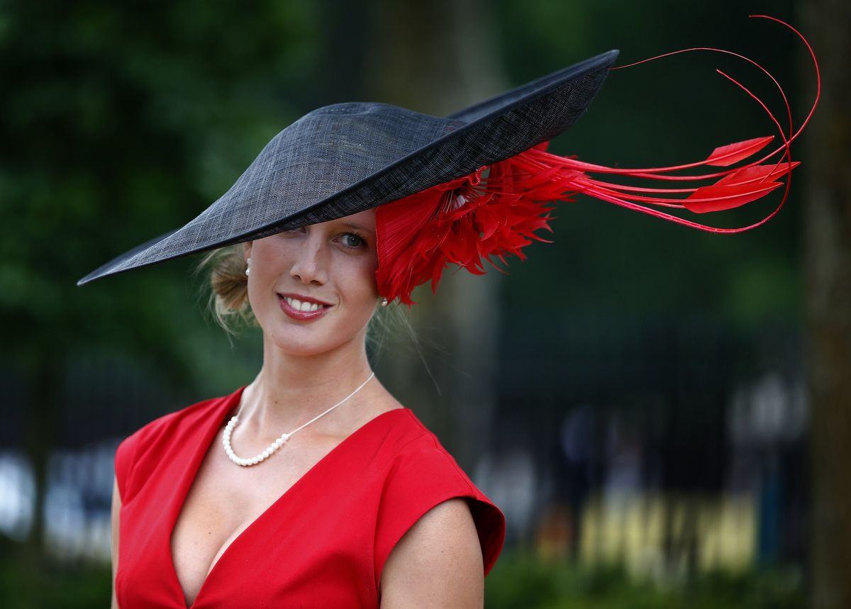 Festival of fancy hats in England 15