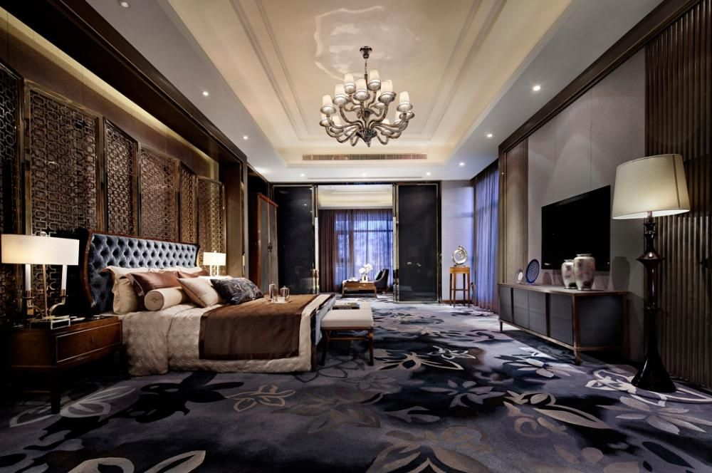 20 Beautiful Master Bedrooms With Chandelier Lighting Modern