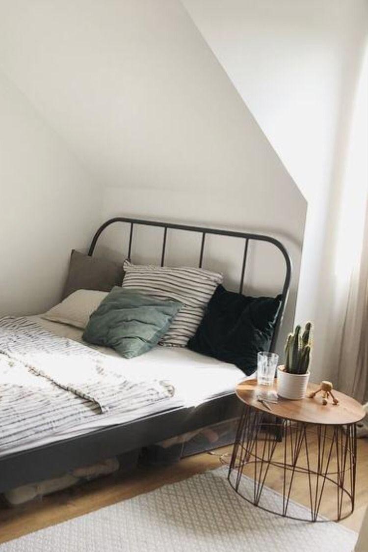 Schlichte Eleganz Im Studenten Zimmer In 2020 Wg Zimmer Ideen Furs Zimmer Zimmer