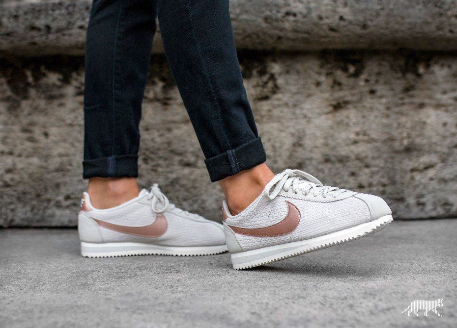 Nike Wmns Classic Cortez Leather Lux (Light Bone / Metallic Red Bronze -  Sail)