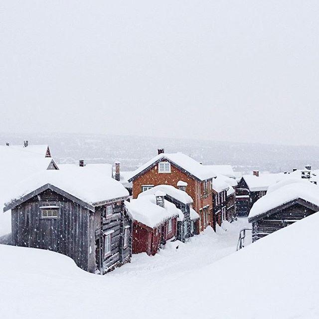 Her får man julefølelsen iallefall. Røros - et sted jeg håper besøke snart og i løpet av permisjonen❤️ Lånt bilde av @myphotos_2.0