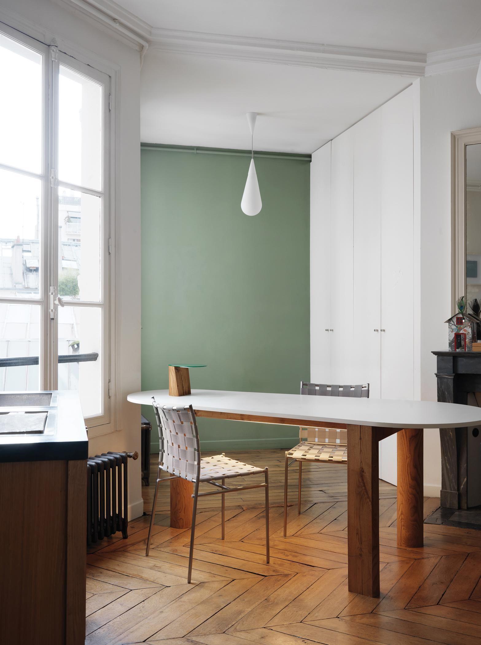 Deckenleuchte In Tropfenform Dielenboden Wandfarbe Wandfarbe Wohnzimmer Grunraumgestaltung Wohnzimmerfarbe