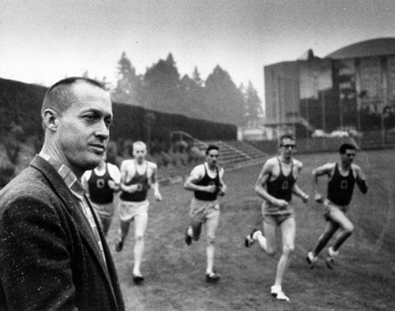 Bill Bowerman, uno de los fundadores de Nike. www.mimarcafavorita.com