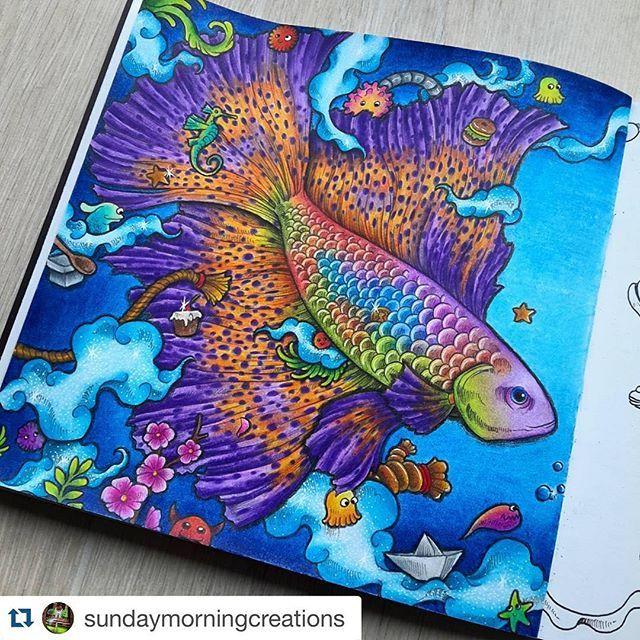Bom dia amores!  Iniciando as inspirações de hoje com esse colorido INCRÍVEL da @sundaymorningcreations  (Livro Animorphia - Kerby Rosanes)  Um ótimo sábado pra vocêsss!