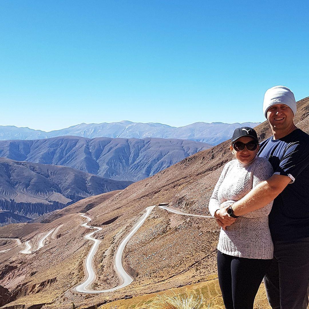 #SalinasGrandesé distante 126 km de#Purmamarca seguindo pela Cuesta de Lipán. Para fazer este trajeto prepare-se para subir mas subir muito mesmo o ponto mais alto da estrada fica a 4.170 metros acima do nível do mar. Contamos tudo aqui: http://bit.ly/purma - - - - - - - - - - - @visitargentina@turismojujuy…