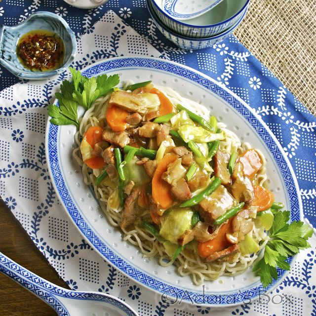 Adora S Box Mixed Meat Stir Fry On Fujian Noodles And London S China Town With Images Asian Recipes Food Stir Fry