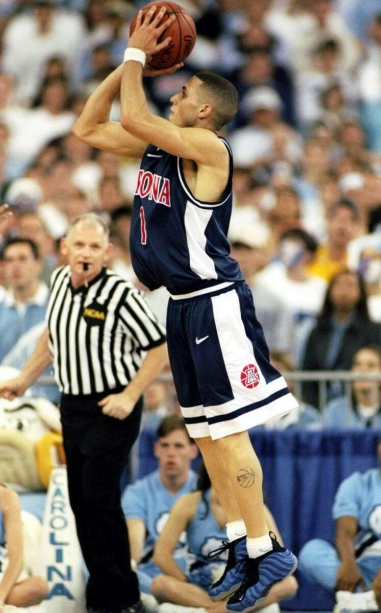 8e3694fe8d8cf Mike Bibby of the NCAA champ Arizona Wildcats wearing Nike Air Foamposite  Penny.