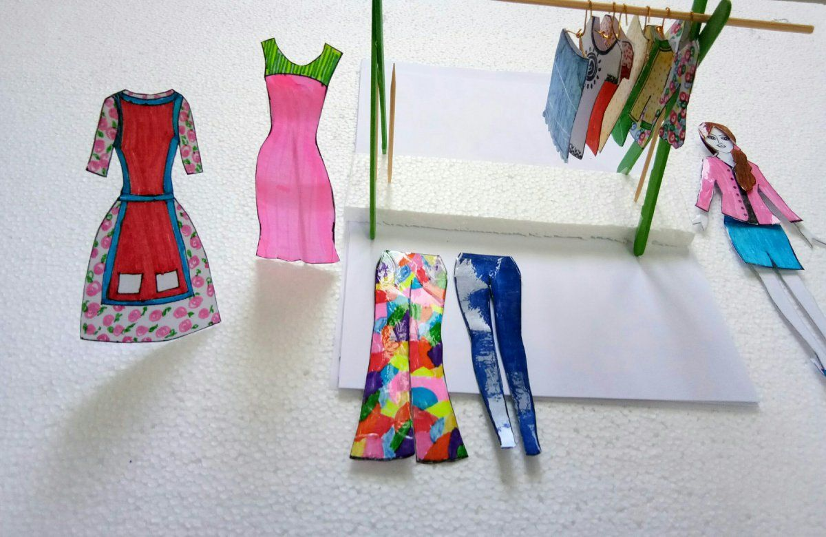 How To Make Paper Doll With Many Dresses Easy Craft Ideas Paper Dolls Diy Paper Doll Dress Paper Dolls