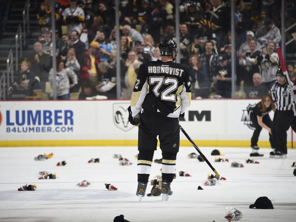 February 29, 2016 vs. Arizona: Patric Hornqvist recorded his first-career hat trick to lead the #Pens to victory. Final score, 6-0 Penguins.
