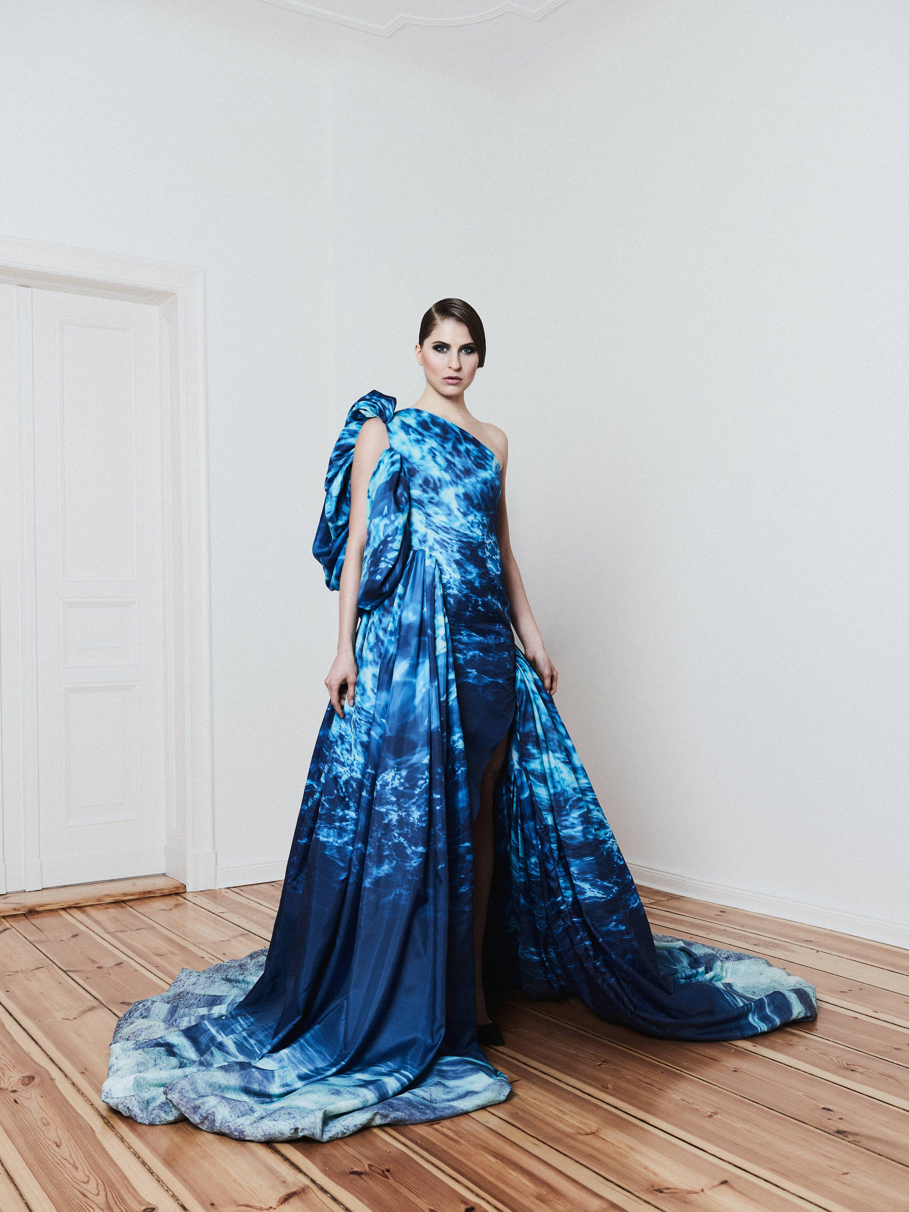 abendkleid, showkleid, blaues abendkleid mit wassermotiven