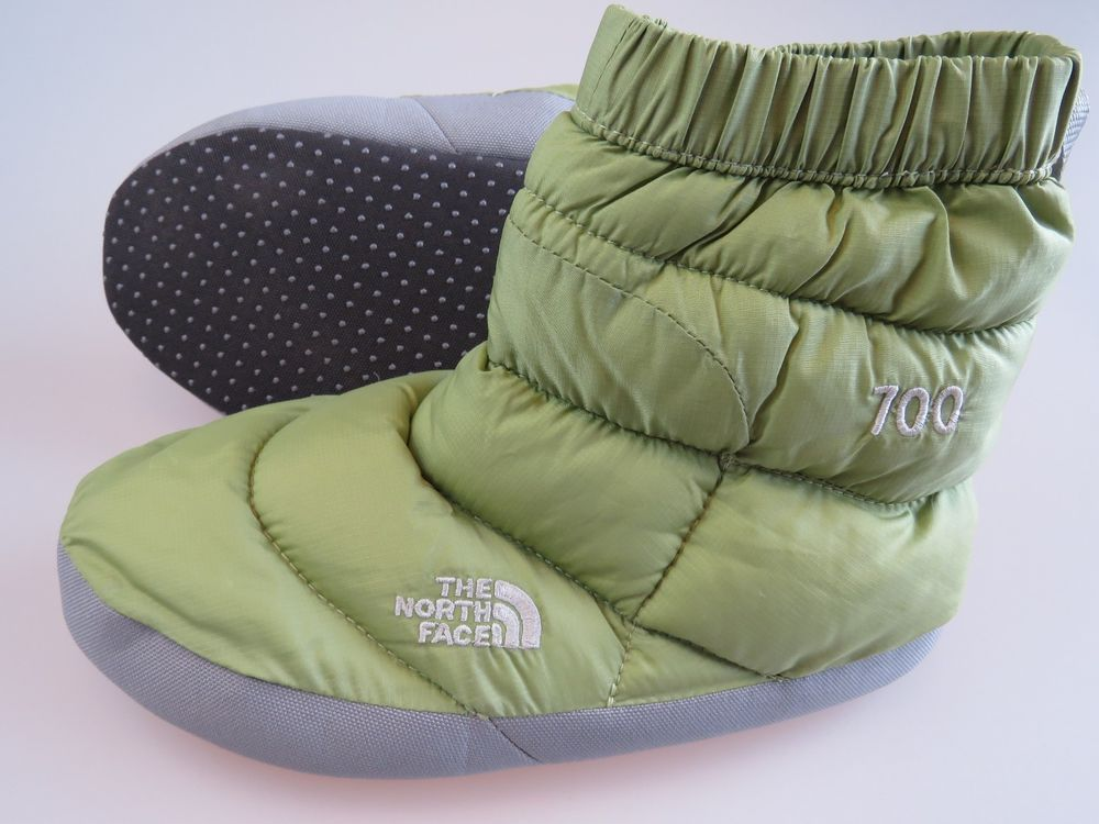 THE NORTH FACE Green 700 Down Tent Slippers Booties Womens Size Small Fits 8-9.5 & THE NORTH FACE Green 700 Down Tent Slippers Booties Womens Size ...