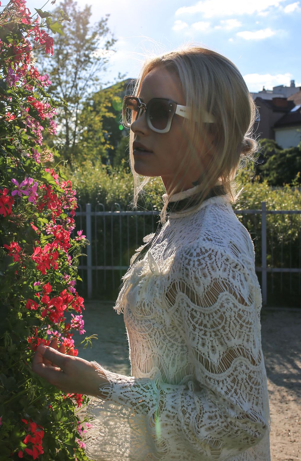 88677598fde Acetate frame of Miumiu. Unique feminine style with bigger lens. Sunglasses  MiuMiu 04RS by fashion blogger  juliett-kuczynska-maffashion  miumiu   sunglasses ...
