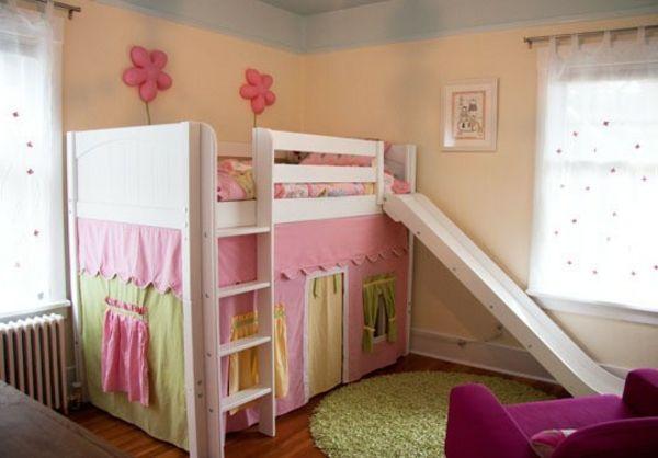 rosige farbe f rs kinderzimmer mit einem hochbett mit rutsche hochbett mit rutsche spa im. Black Bedroom Furniture Sets. Home Design Ideas