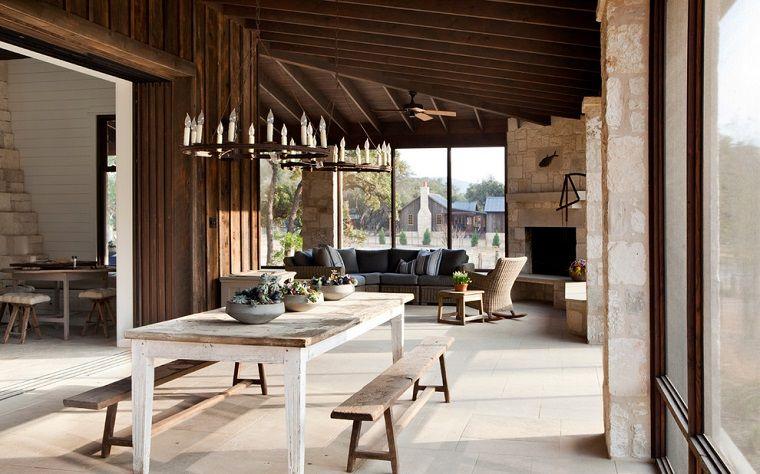 Camini rustici soluzione soggiorno sala pranzo divano grigio tavolo