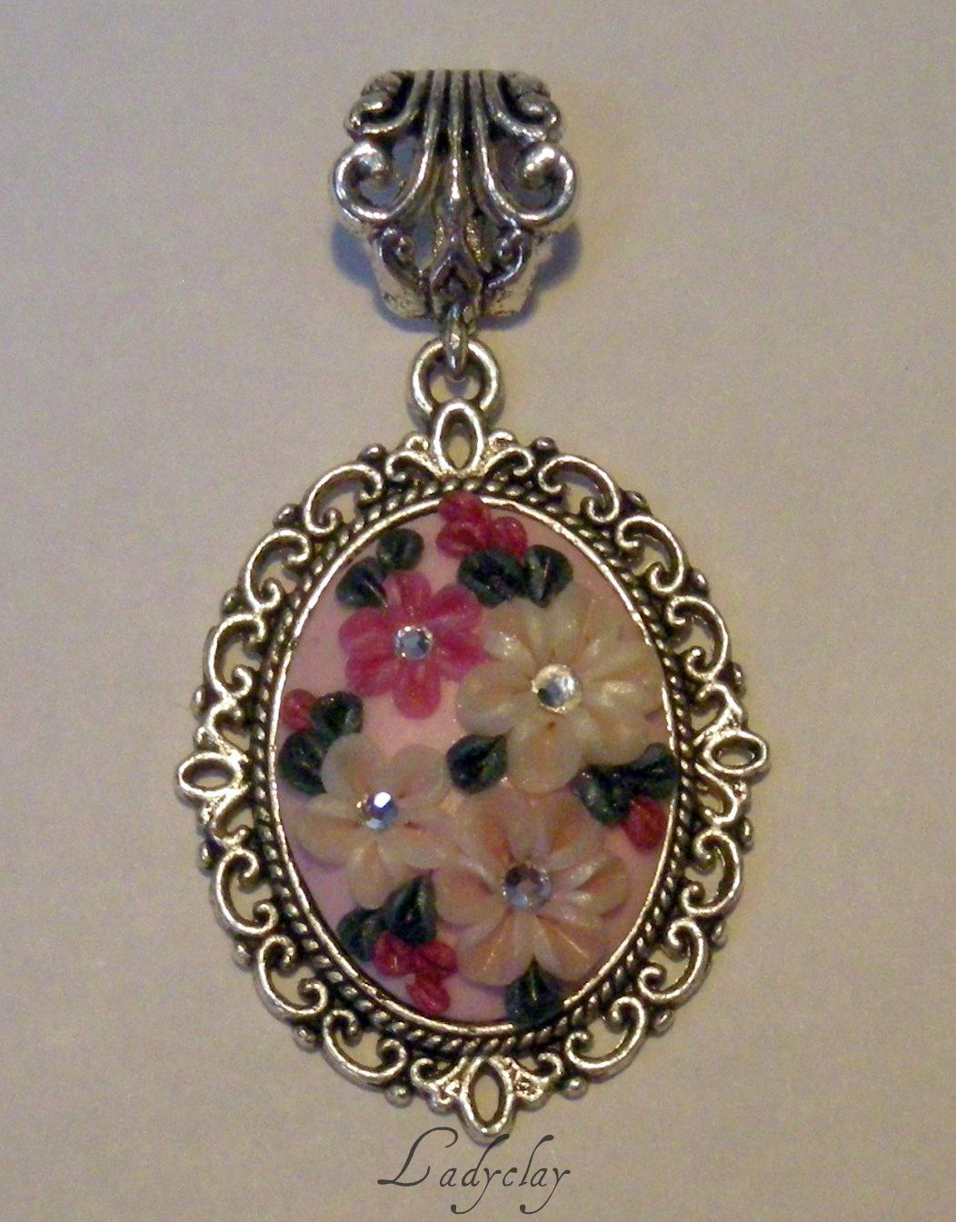 Ciondolo con miniature floreali