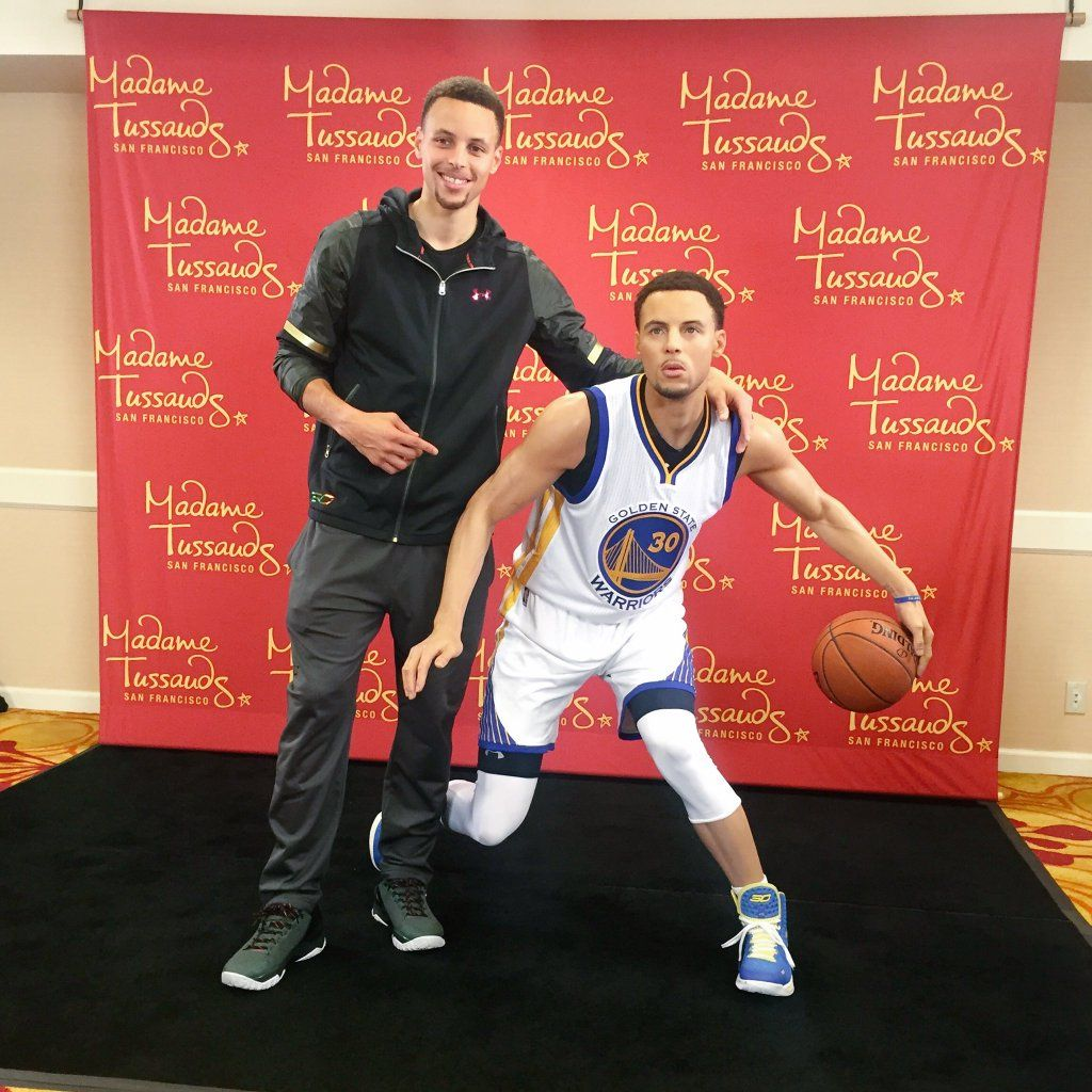 """GoldenStateWarriors on Twitter: """"Twins?  @StephenCurry30 poses with his new wax figure by @MTSanFran https://t.co/EOmBkPQi2z"""""""