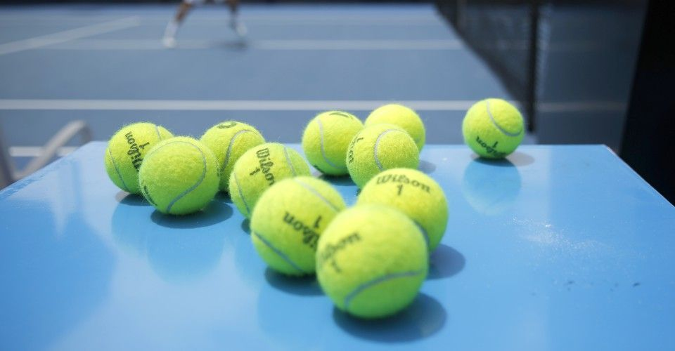 Til There Is A Disagreement About What Color People Say Tennis Balls Are With 52 Saying Green 42 Saying Yellow And 6 Sayi Tennis Ball Tennis Pictures Tennis