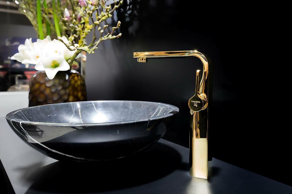 Luxusbad Von Steinberg Armaturen Serie 230 In Gold Kalkputz Fugenlose Dusche Luxusbad
